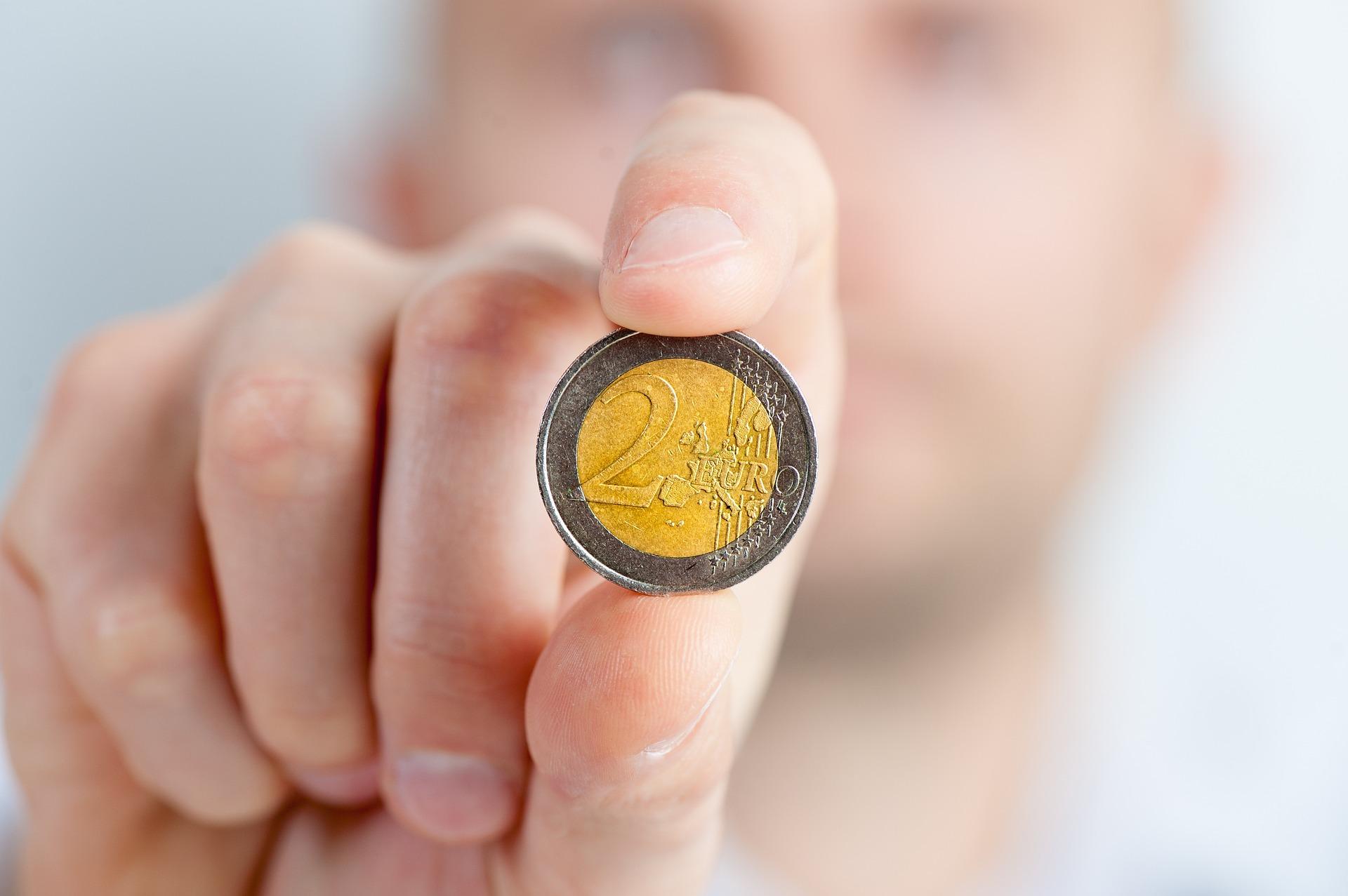 Делът на спестяванията в еврозоната леко намалява през лятото на 2019 година