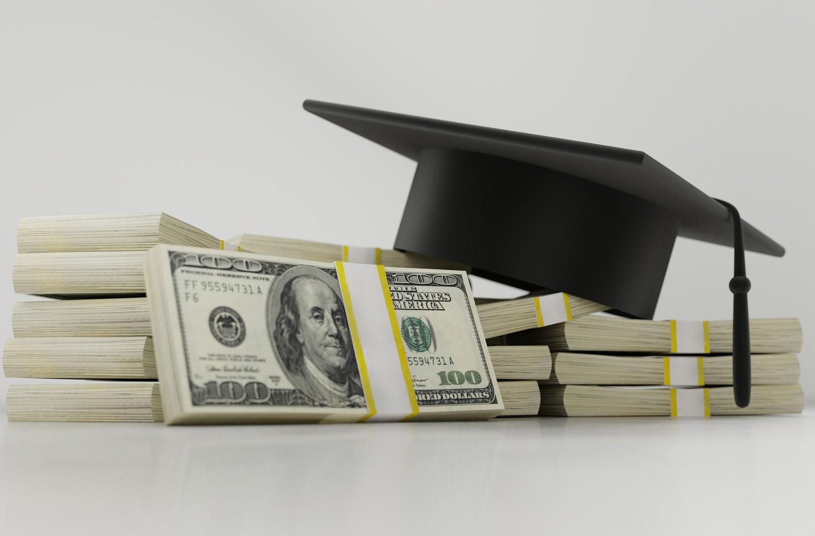 Компании помагат на своите служители в погасяването на студентските им кредити