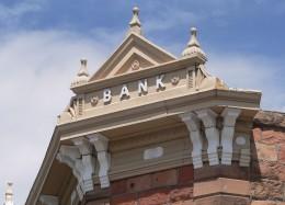 Банковият клон се променя, но няма да изчезне